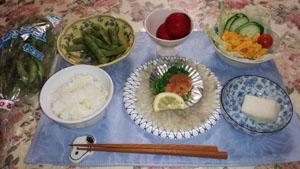 晩御飯 ひらめ刺身・枝豆・南京サラダ