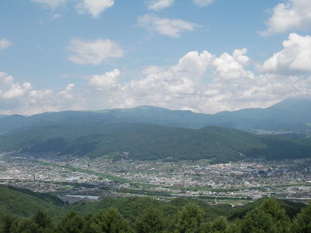 杖突峠より茅野、諏訪市街を望む