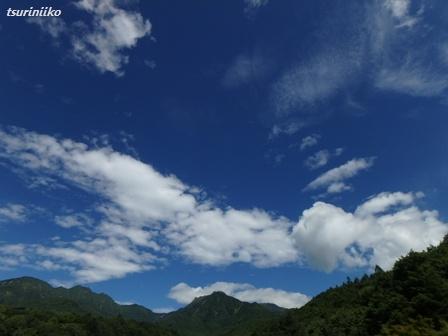 04 山に青空