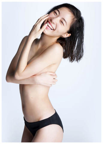 "【SKE48】松井珠理奈(18):初の写真集で大胆""手ブラ""披露 「かなり恥ずかしい」1"