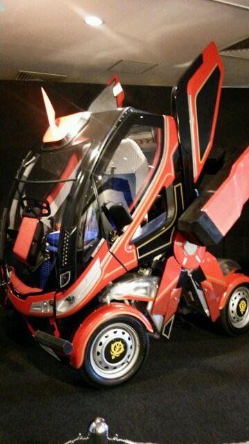 変形シャアの車