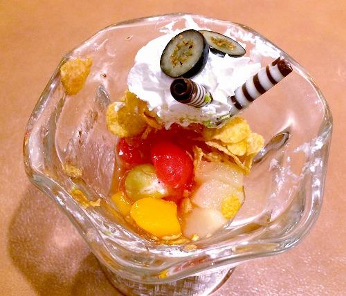 いもむしおじさんの抹茶ロールケーキ ミニパフェ仕立て06@魔法の国のアリス 2015年06月