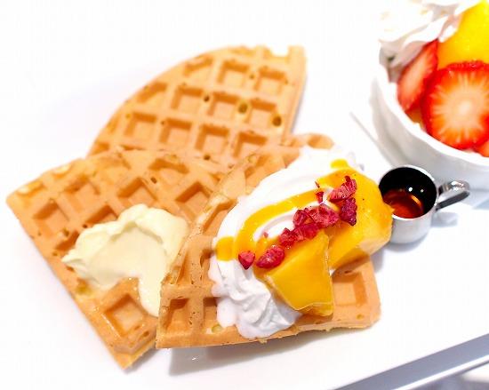 夏いちご&国産アップルマンゴーと苺ブラマンジェのワッフル02@FOURSEASONS CAFE