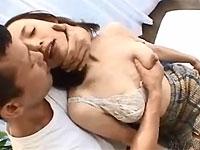 最近旦那とはあまりセックスをしておらずお子さんが寝ている横で自慰に耽る事もあるという武田あけみさん