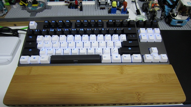 Mechanical_Keyboard_Palmrest3_08.jpg