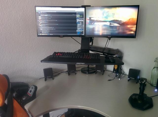 PCdesk_MultiDisplay51_87.jpg
