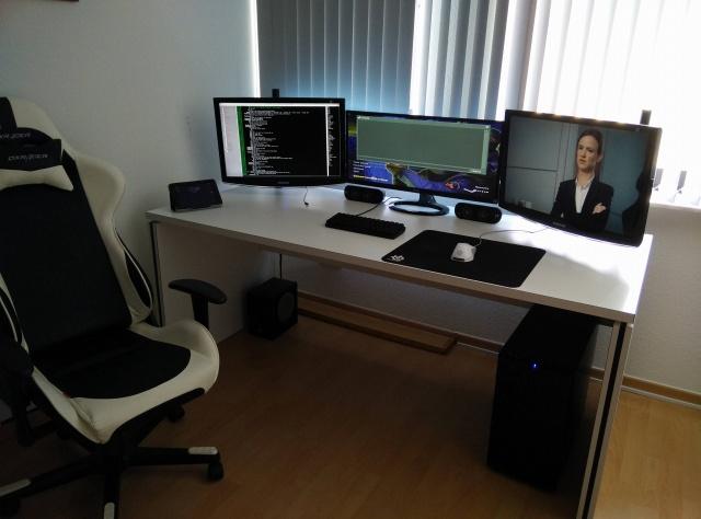PCdesk_UltlaWideMonitor5_36.jpg