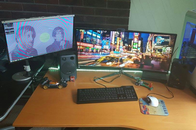 PCdesk_UltlaWideMonitor5_86.jpg