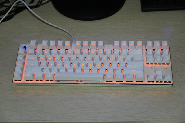White_Keyboard-Mouse_02.jpg