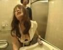 爆乳人妻をトイレでハメちゃう