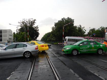 バンコク2015.2鉄道踏切