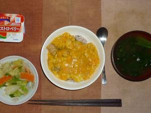 親子丼,お野菜の浅漬け,ほうれん草のおみそ汁,ヨーグルト