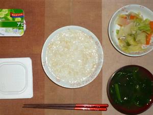 玄米粥,納豆,野菜炒め,ほうれん草のおみそ汁,ヨーグルト