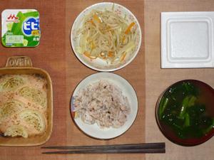 胚芽押麦入り五穀米,納豆,玉葱のオーブン焼き,もやしの塩コショウ炒め,ほうれん草のおみそ汁,ヨーグルト