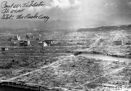 Hiroshima_autograph_Tibbets.jpg