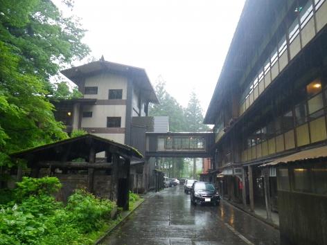 栃尾又温泉 雨 6月