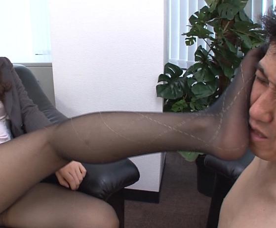 ドエス部長の蒸れて湿ったパンスト足裏で淫語責め足コキの脚フェチDVD画像1