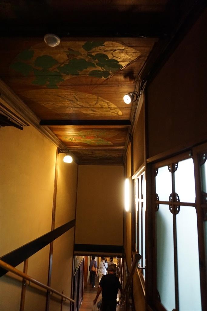 百段階段の窓や階段・天井_3