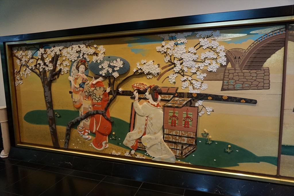 回廊を飾る見事な画_9