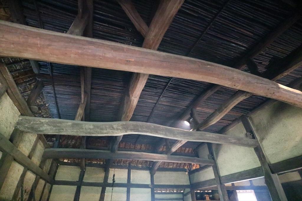 天井の張り方も酷似_1