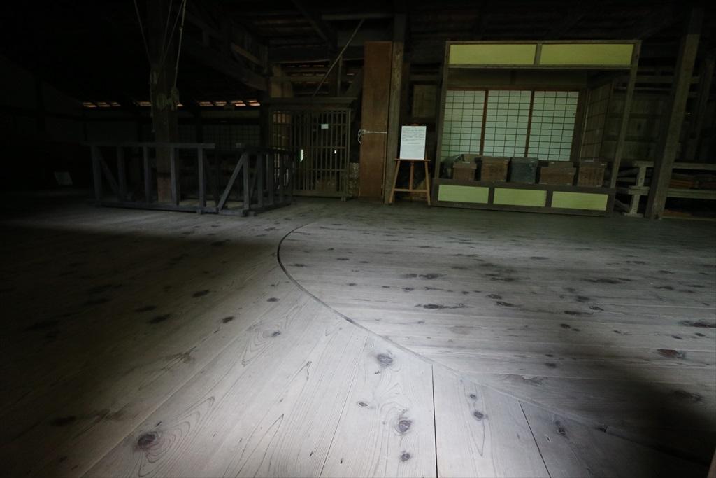 建物正面舞台の様子_1