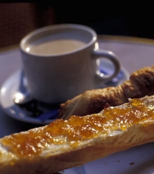 michele-molinari-cafe-au-lait-croissant-and-tartine-paris-france.jpg