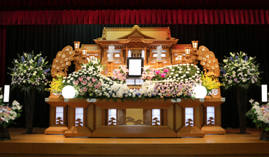 オレンジのSPカーネの入った花祭壇「愛」3207
