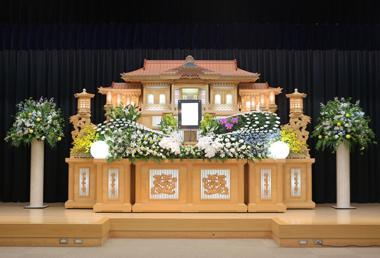白基調の花祭壇「愛」2247