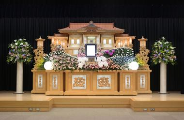 ピンク基調の花祭壇「愛」1262