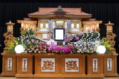 ピンクの胡蝶蘭が入った花祭壇「愛」1453