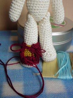 444タブの周りをこま編みで盛り上げてお紐つけて