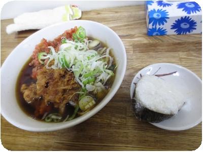 紅生姜天とゲソ天そば+納豆のおにぎり