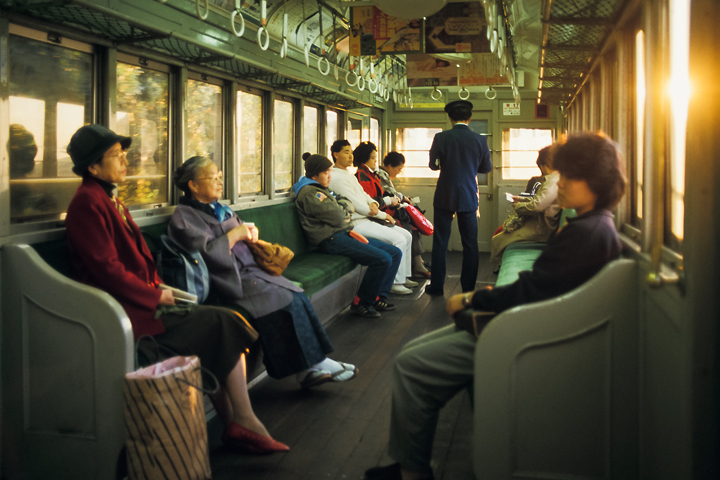 6211江ノ電300形301編成車内_1