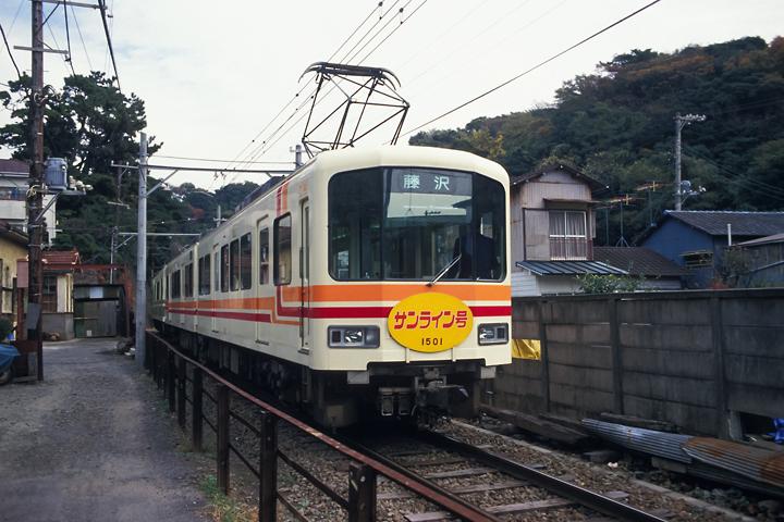 6211江ノ電_150形_極楽寺駅付近