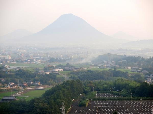 朝の飯野山