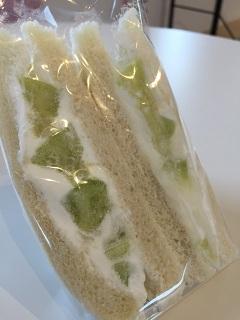カフェ 余目製パン メロンサンド