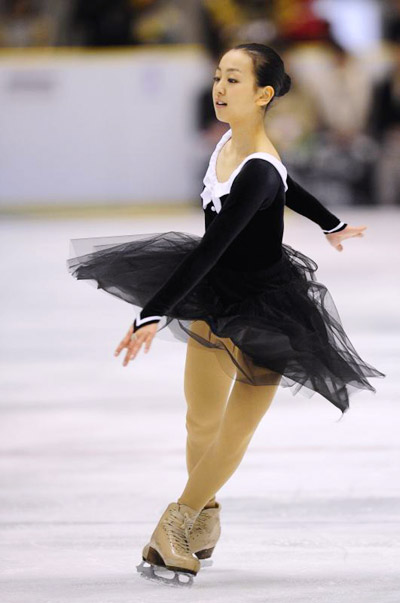 mao-asada-figure-skating-chopin-black-dress-ballade-2010-201108.jpg