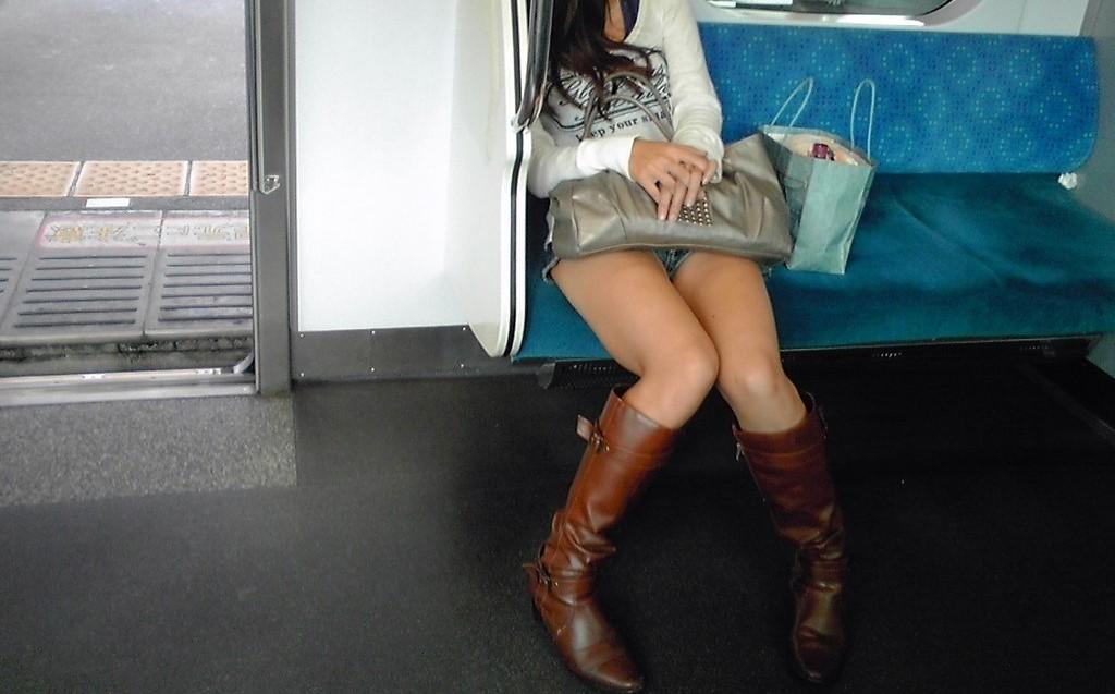 電車パンチラ&エロ脚三昧~12
