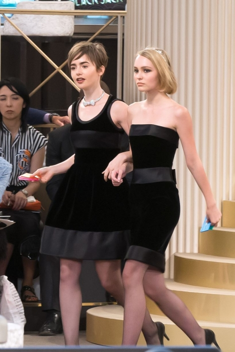 Lily-Rose-Depp-and-Vanessa-Paradis-at-Chanel-fashion-show.jpg