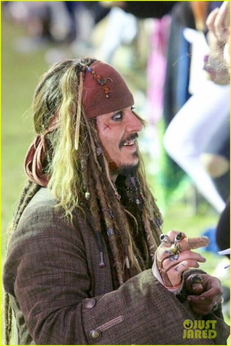 johnny-depp-kaya-scodelario-pirates-filming-australia-01.jpg