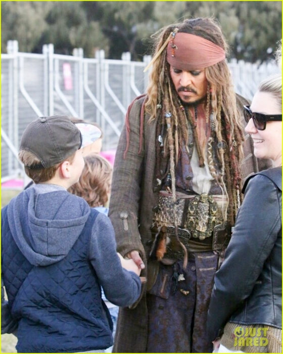 johnny-depp-kaya-scodelario-pirates-filming-australia-10.jpg