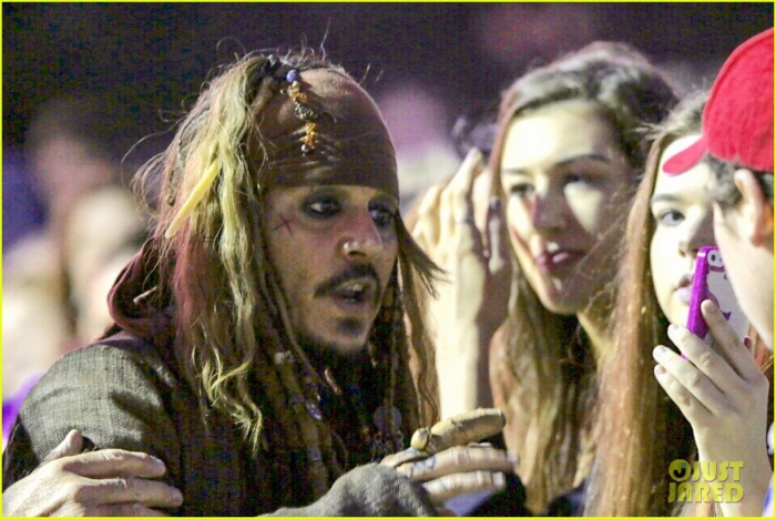 johnny-depp-kaya-scodelario-pirates-filming-australia-12.jpg