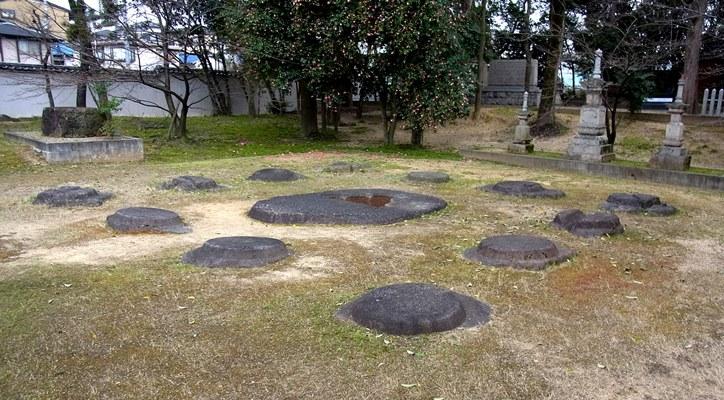 野中寺の古代伽藍の建物礎石
