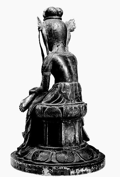 野中寺・弥勒半跏像~背面~背筋のへこみが抑揚ある表現になっている
