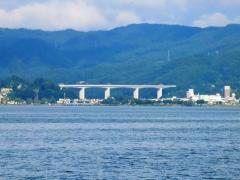 諏訪湖・岡谷駅方面を望む