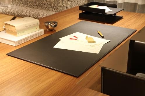 ixc. Leather desk mat (イクスシーオリジナル レザー デスクマット)CASSINA IXC. Ltd.(カッシーナ・イクスシー)