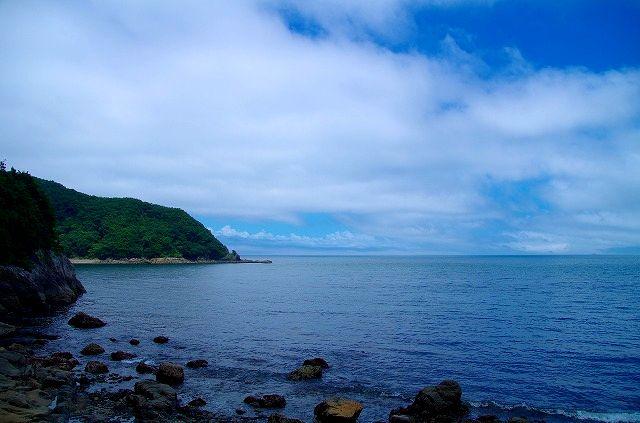 大入島の青い海と青い空 1