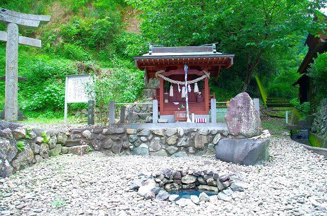 大入島 神の井