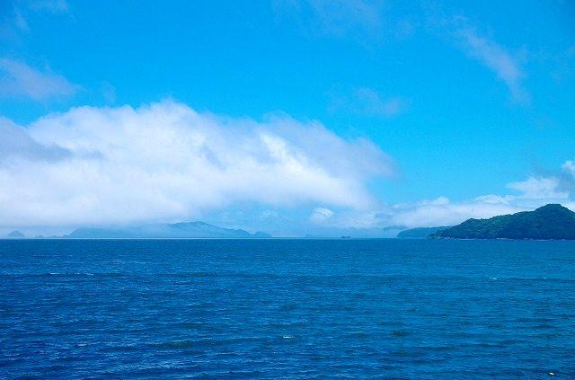大入島の青い海と青い空 2