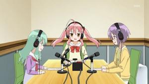 ラジオ番組をやるイヤホンズ